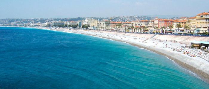 Apprendre le russe ou l'anglais quand on travaille sur une plage privée de Nice
